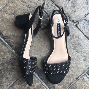 🆕 Town Shoes leather sandals, size 8